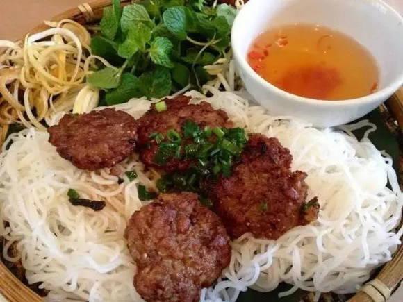 越南人的一日三餐最愛各種炸物和粉
